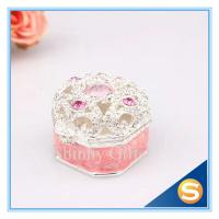 Best Small Metal Metal Treasure Chest Jewelry Ring Box Wedding Ring Rolls Jewelry Box Retail wholesale