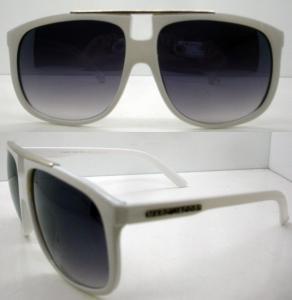 Best UV Protection Novel White Plastic Frame Sunglasses , AC / PC wholesale