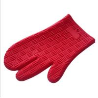 Cheap New Design Red Color Three Finger Non-slip Grip Heat-resistant Silicone Baking Glove Oven Mitt for sale