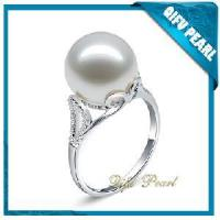 China 18kt Gold Jewelry Ring with Southsea Pearl (HR110697) on sale