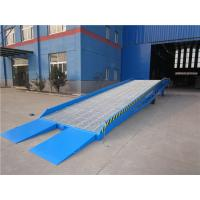 China Adjustable Loading Dock Ramp Mobile Loading Ramp With Manual Hydraulic Pump on sale