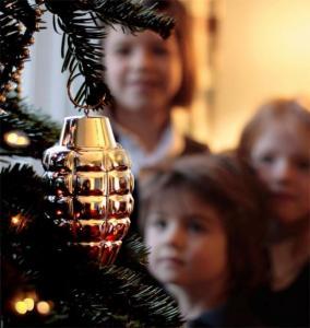 China Christmas Decoration Glass Ornament Christmas Tree Decorative Ornament on sale