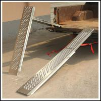 China Professional Non - slip 1000LBS Folding Loading Ramps For Pickup Trucks on sale