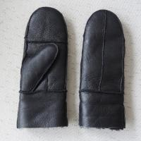 China Wholesale men and women winter warm sheepskin gloves mittens on sale
