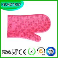 China Amazon Hot Selling Heat Resistant BBQ Grill Oven Mitt / BBQ Grill Oven Silicone Glove on sale