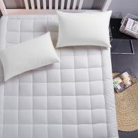 China Luxury mattress Collection 100% Cotton 300 Thread Mattress Pad Cover Down Hotel Use Alternative Pillowtop Mattress Toppe on sale