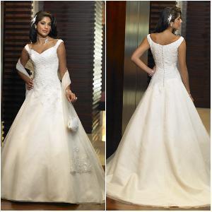 China Timeless Classic Style a-Line Custom-Made Wedding Dress on sale