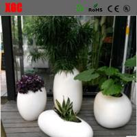 China Glossy Fiberglass White Flower Plant Pots Artificial Gardening Planters Pots on sale