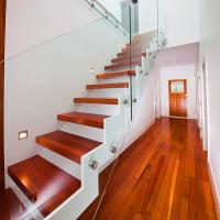 China Supply DIY Red Oak Wood Floating Stairs Solid Wood Stair Treads on sale