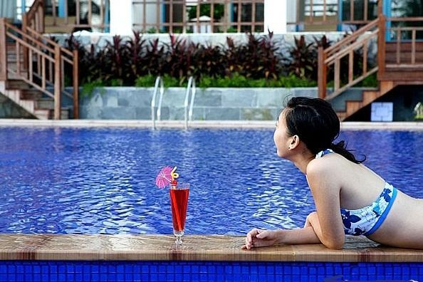Cheap Hotel & Pool for sale