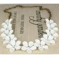 Best Energy-saving Fashion Camellia Short Chain Necklace Trade Clavicle wholesale